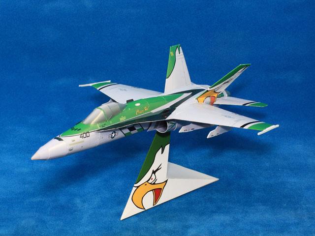 Papercraft imprimible y recortable del avión FA-18C NF400. Manualidades a Raudales.